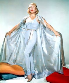 dfe496bed712055866605cc84da1a10e--old-hollywood-glamour-hollywood-fashion