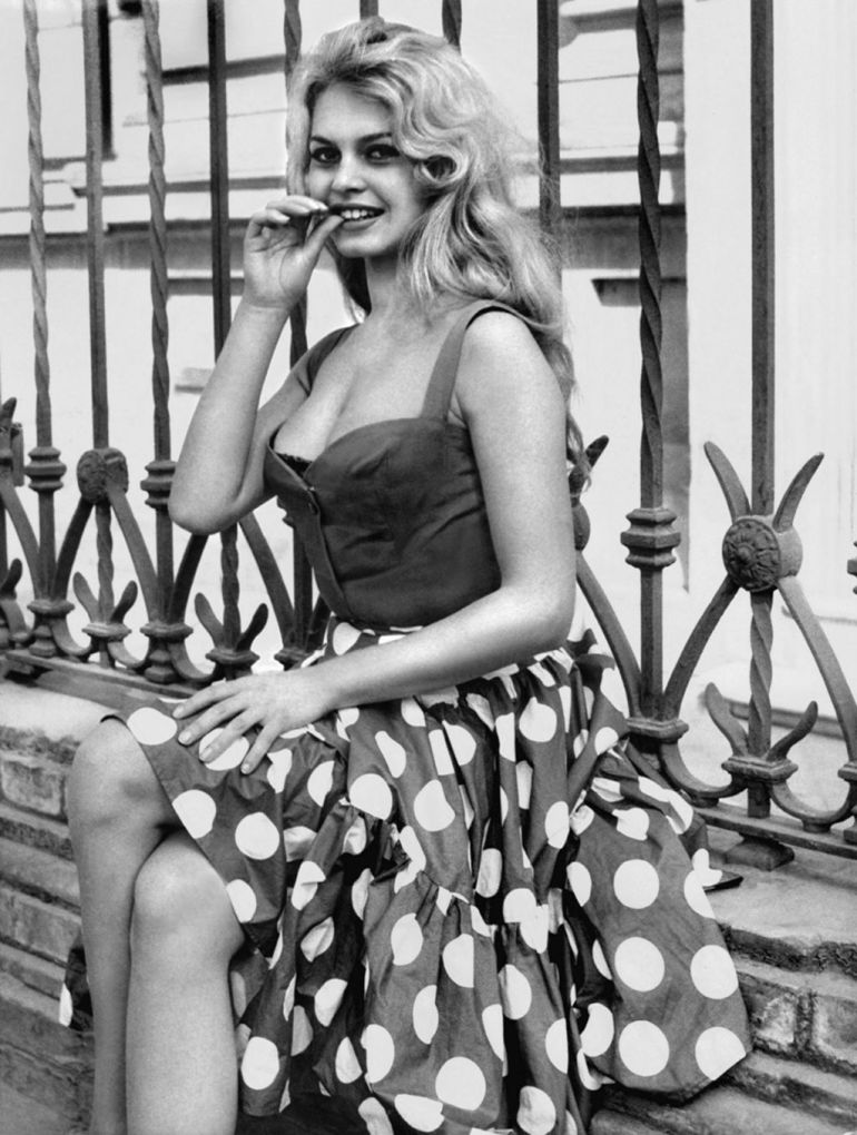 Du-haut-de-ses-16-ans-Brigitte-Bardot-realise-ses-premieres-photos_width1024
